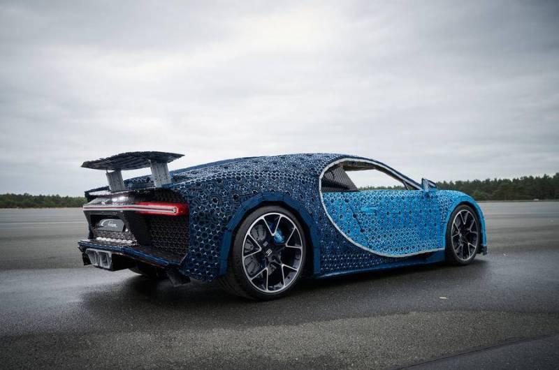 Bugatti Chiron feito com peças de Lego