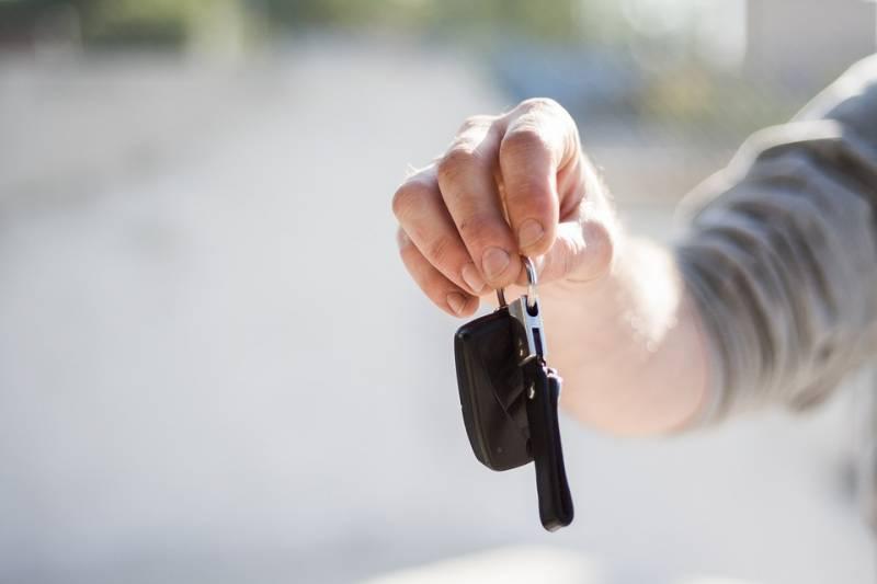 Por que embrulhar chaves automáticas do carro em papel alumínio
