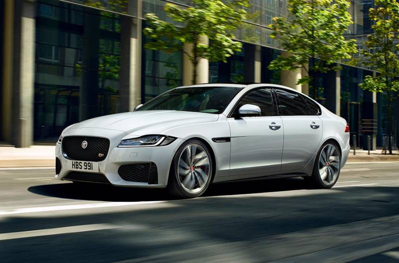 Design agressivo com o Jaguar XF