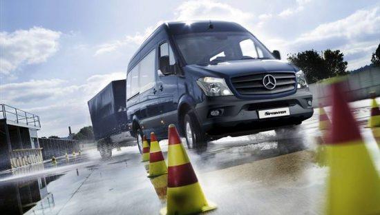 Confira as características do furgão e da van Sprinter