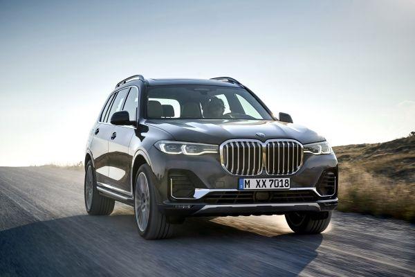 BMW X7 é um grande luxo com faróis a laser