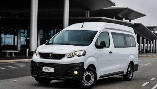 Peugeot Expert Minibus é uma solução para o transporte urbano de passageiros