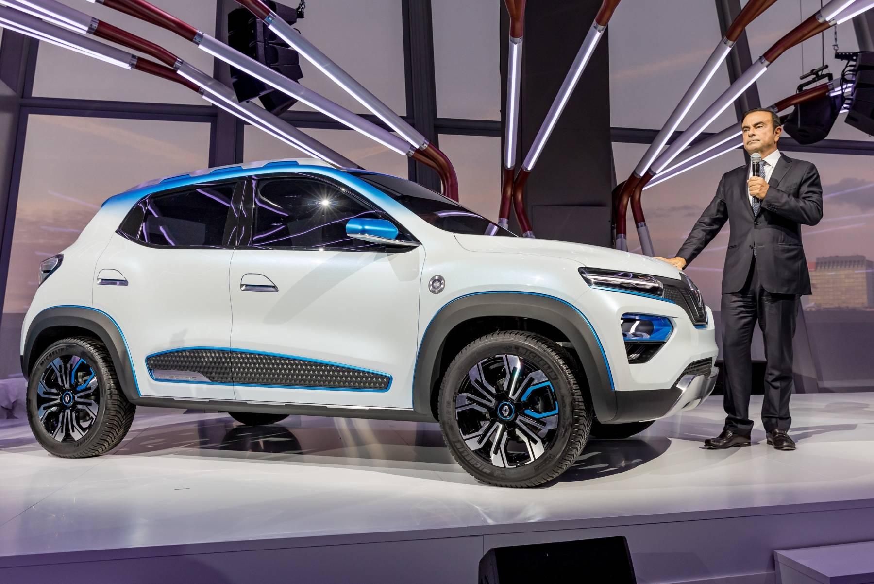 Carlos Ghosn, CEO do Grupo Renault, e o K-ZE (Divulgação)
