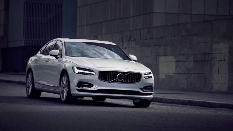 Volvo S90 é um sedan cheio de luxo e preço alto