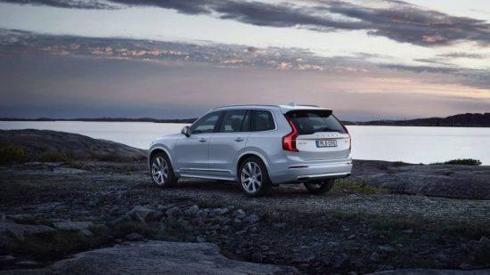 Volvo XC90 é um SUV de luxo com 7 lugares