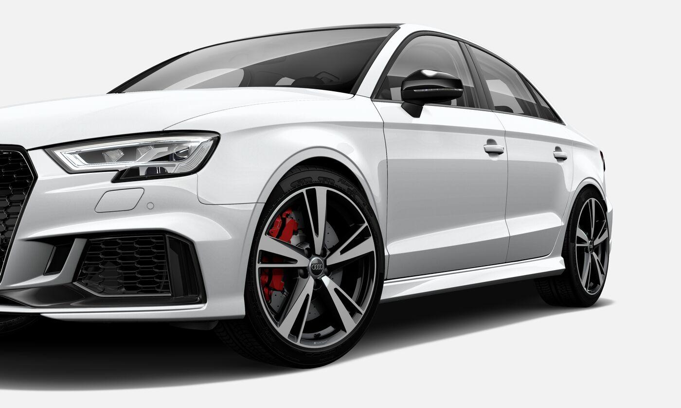 Audi RS 3 Sedan tem motor potente e muito espaço