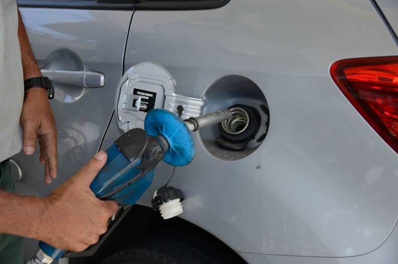 Devo abastecer com gasolina ou etanol? Pegue a calculadora e saiba as vantagens