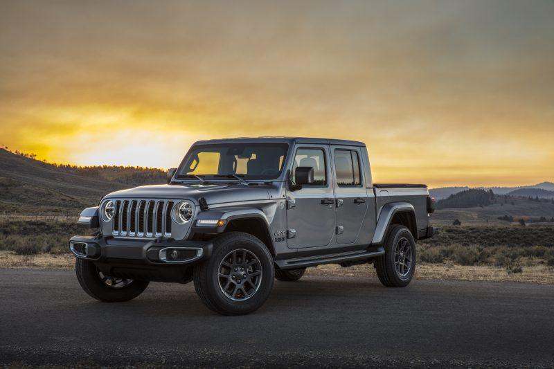 Jeep Gladiator chega com lendária imagem do Wrangler
