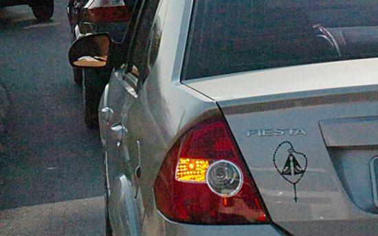 Posso ser multado por não dar passagem a veículo acima do limite de velocidade?