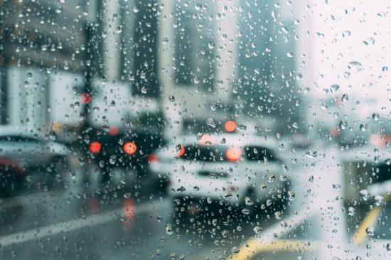 Dicas básicas para pegar a estrada em dia de chuva