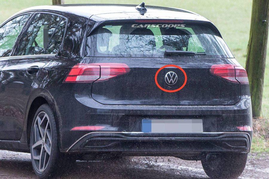 Novo VW Golf chega com atualização do logo Volkswagen (Reprodução/Carscoops/Internet)