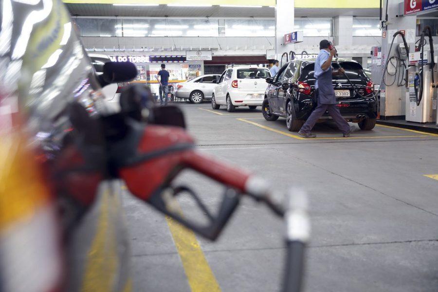Abastecimento de combustível (foto: Marcello Casal jr/Agência Brasil)