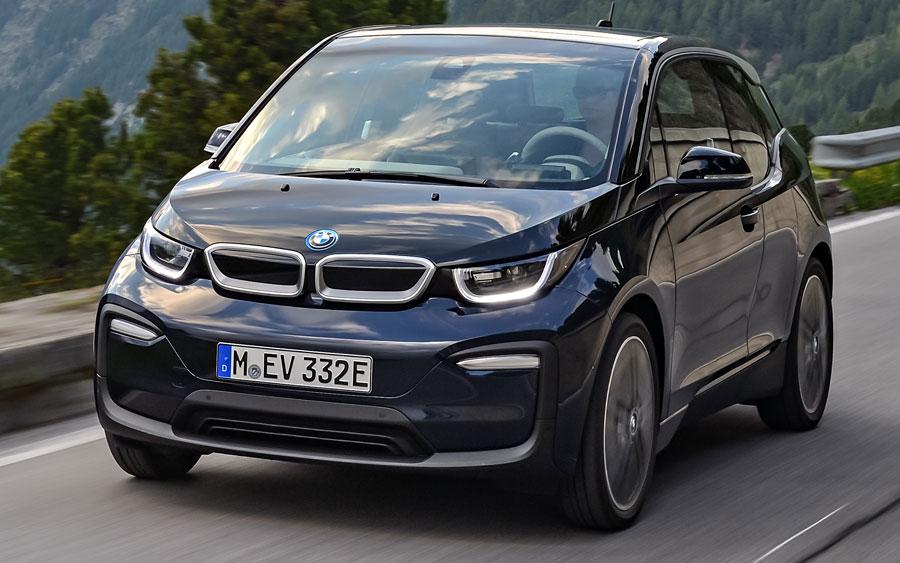 BMW i3 120Ah: compacto premium elétrico está disponível no Brasil
