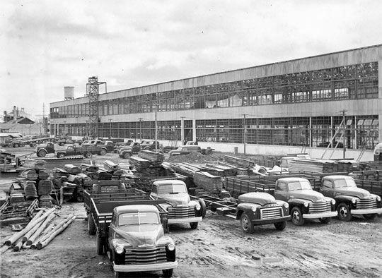 Caminhões no pátio da fábrica de São Caetano do Sul