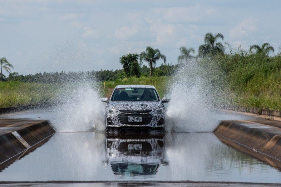 Novo sedã em desenvolvimento no Campo de Provas da GM no Brasil