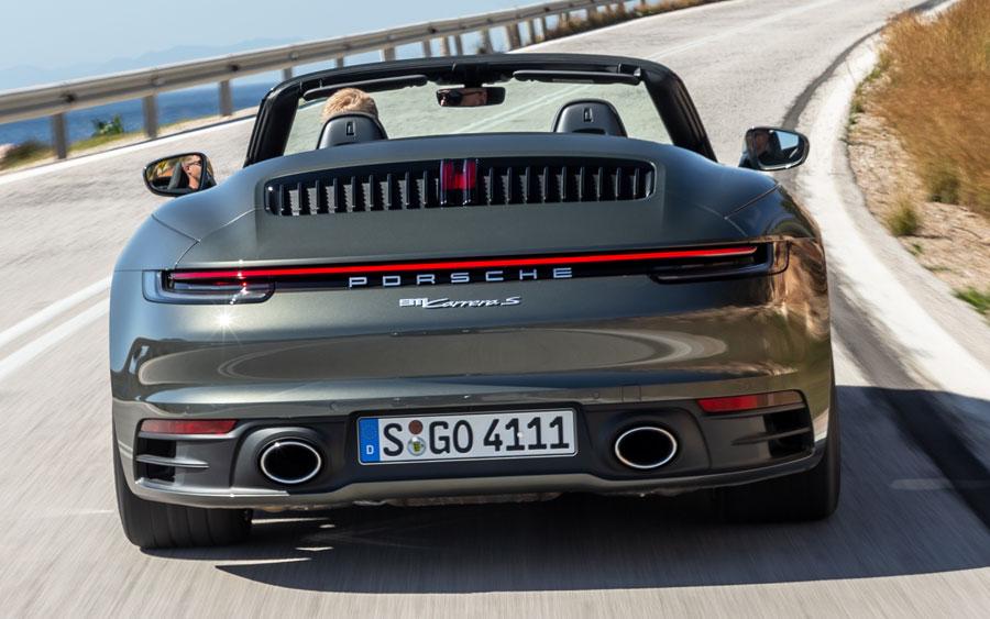 Porsche 911 Carrera S Cabriolet é um conversível com alta esportividade
