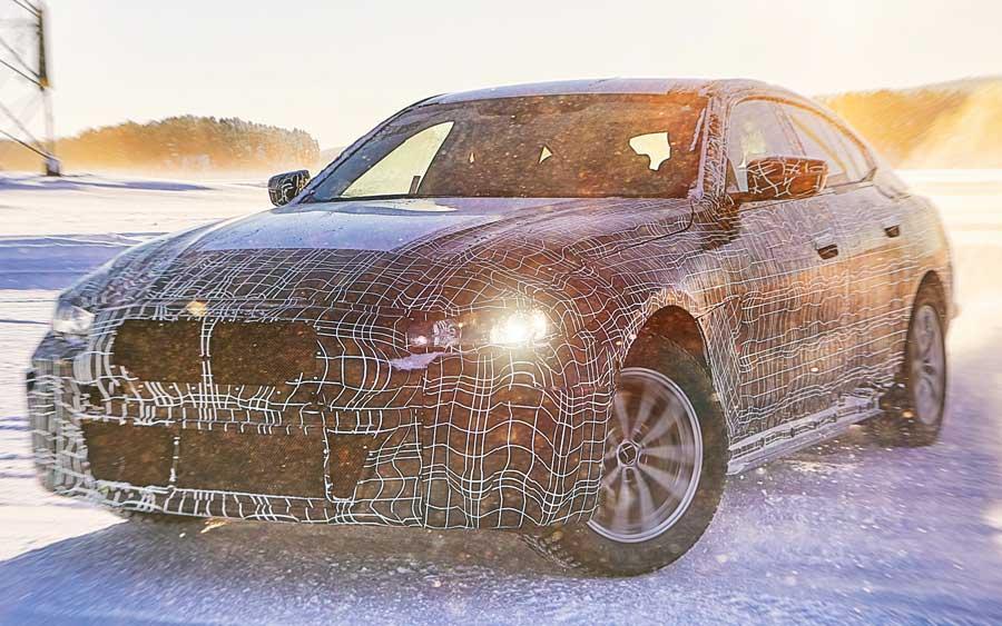 Carros elétricos da BMW encaram o Círculo Polar Ártico
