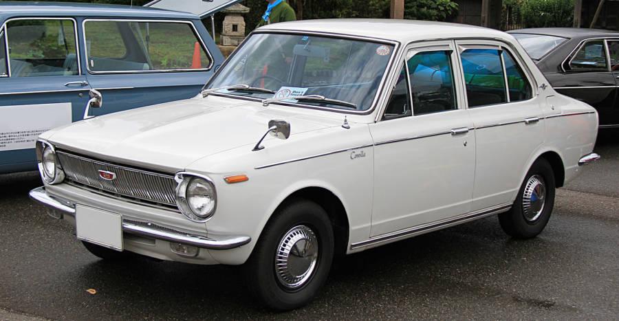 Primeiro modelo do Corolla de 1966 (foto: TTTNIS / wikimedia)
