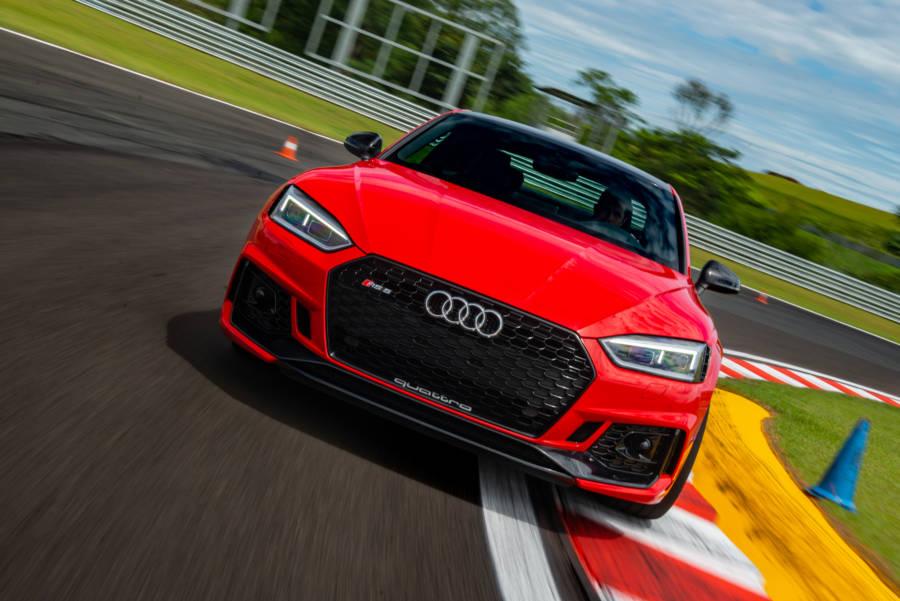 Motor V6 de 450 cv no novo Audi RS 5 Coupé