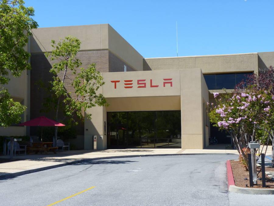 Sede da Tesla em Palo Alto (foto: Tumbenhaur / wikimedia)