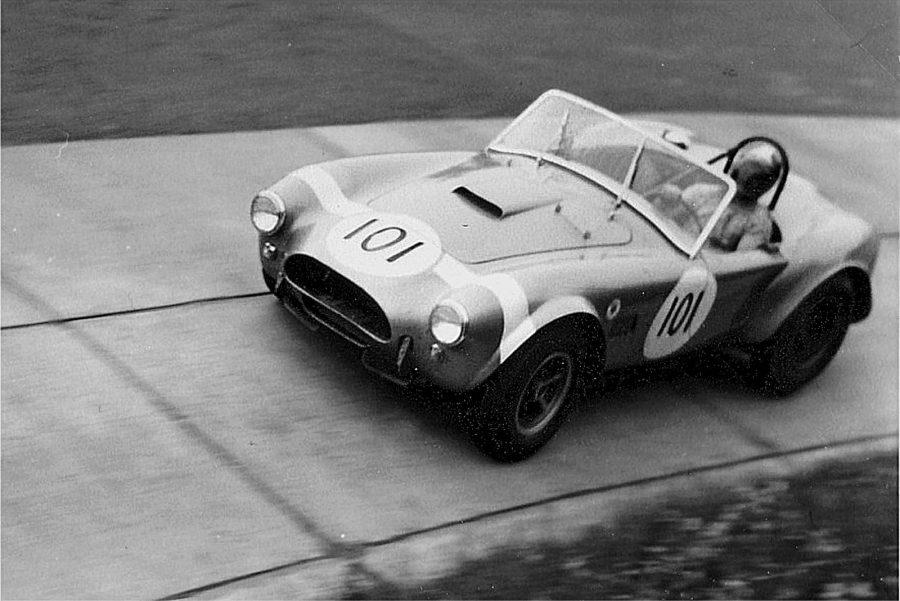 Shelby Cobra em 1964 (foto: Spurzem / wikimedia)