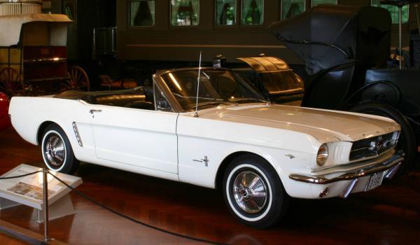 Mustang de 1964 (foto: DougW / wikimedia)