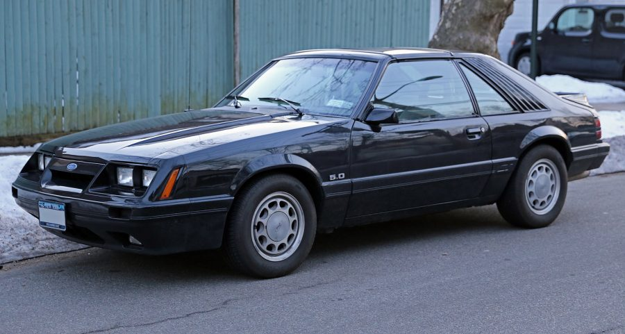 Ford Mustang GT 5.0 T-top 1986 (Mr.choppers / wikimedia)