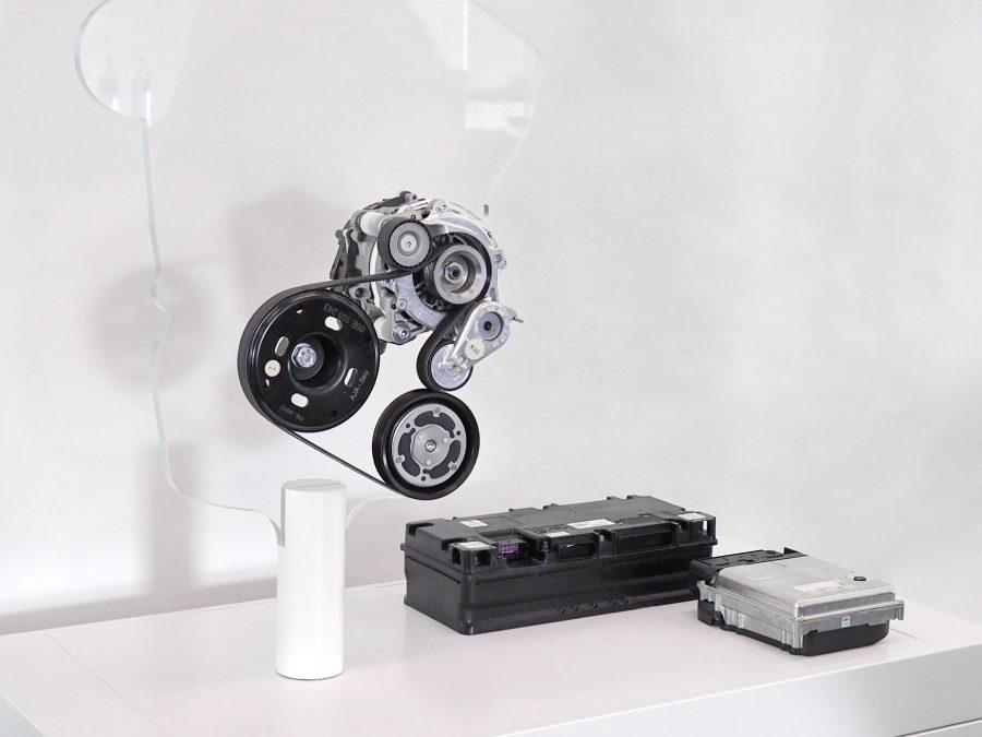Gerador de partida integrado por correia de 48 V, bateria de 48 V e conversor CC / CC