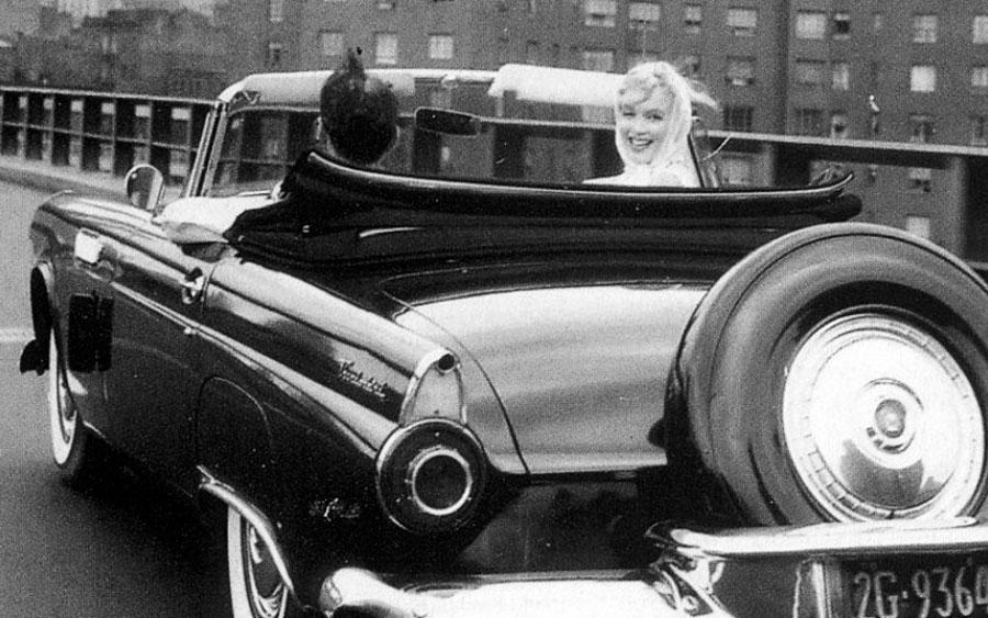 Marilyn Monroe em Ford Thunderbird