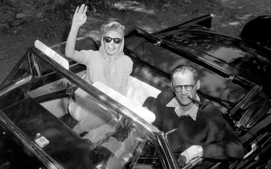 Marilyn Monroe e Ford Thunderbird são símbolos dos anos 50