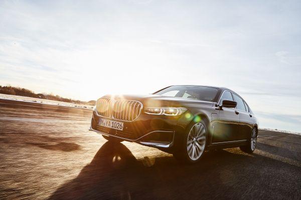 BMW 745Le Sedan