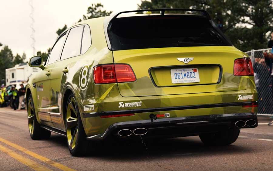 Pegue carona neste Bentley Bentayga quebrando o recorde de SUV no Pikes Peak