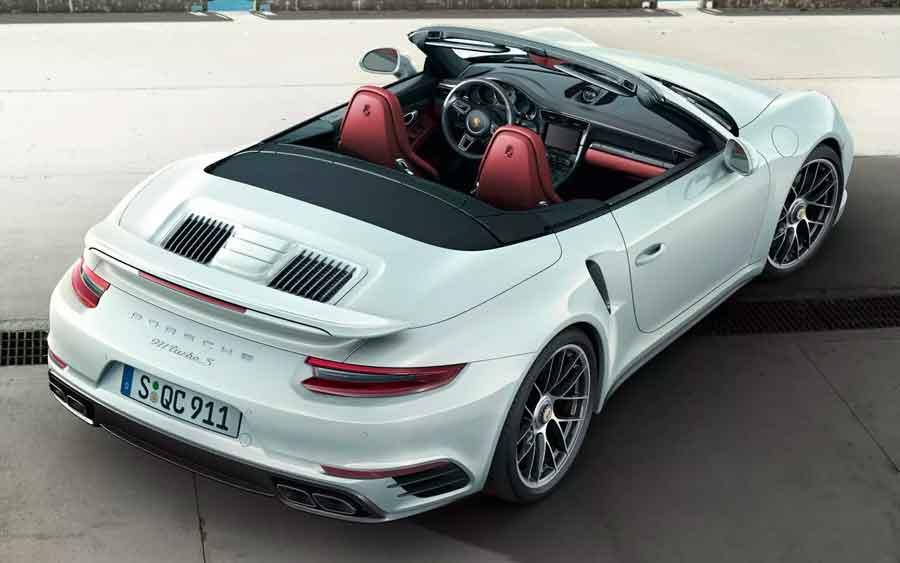 Porsche 911 Turbo S Cabriolet é um esportivo de verdade com muito luxo