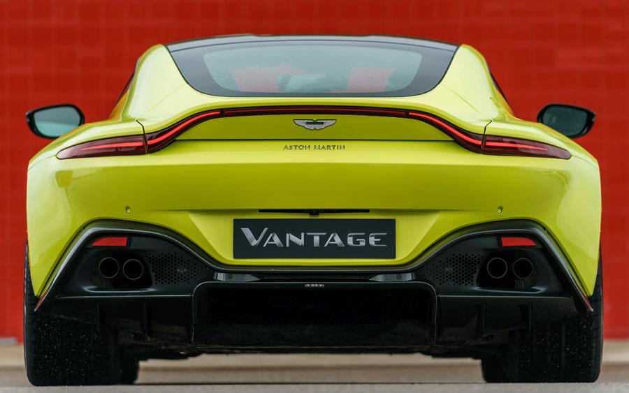 Força e poder com o Aston Martin Vantage