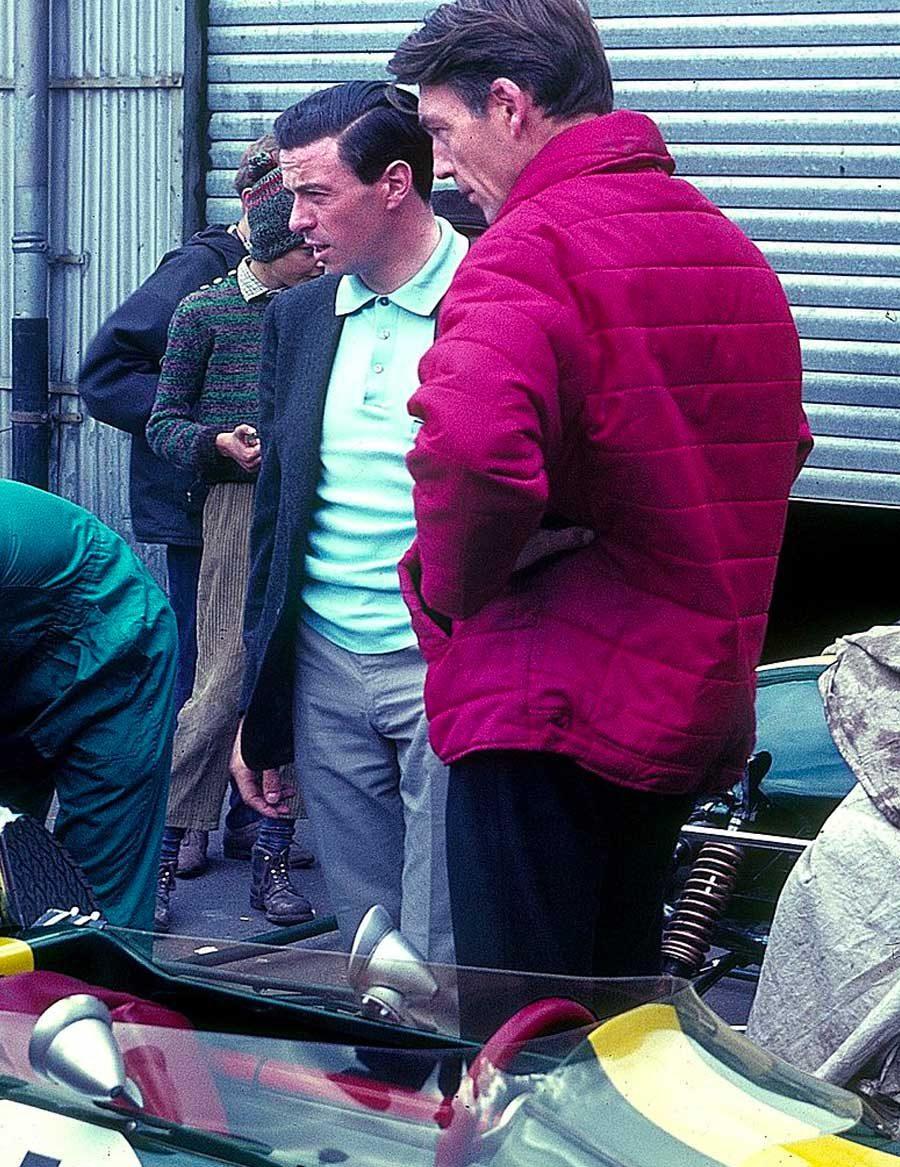 Clark fora da garagem da Lotus em Nürburgring em 1966 (foto: Lothar Spurzem / wikimedia)