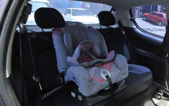 Taxi e Uber não precisam de cadeirinha de bebê