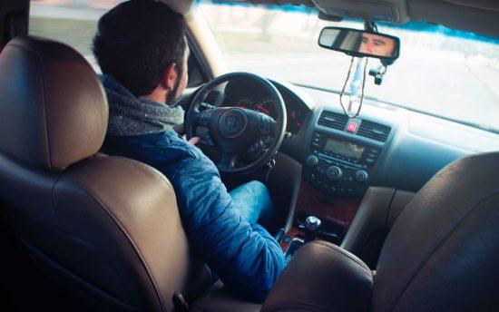 Melhore sua qualidade de vida: Qual postura ideal devo ter ao dirigir?