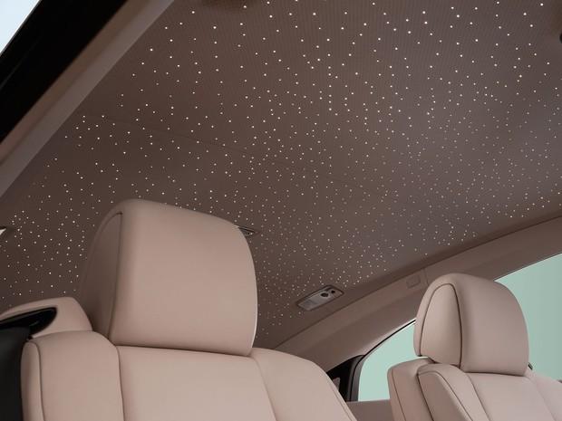 Rolls-Royce Wraith tem o teto estrelado: ao todo são 1.340 pontos de fibra óptica