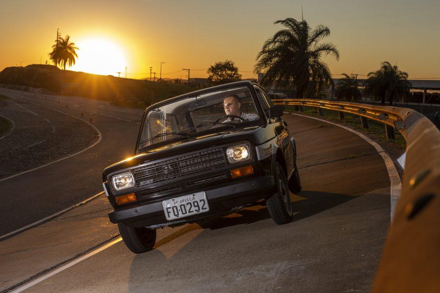 Primeira unidade do Fiat 147 a etanol na pista de teste do Polo Fiat