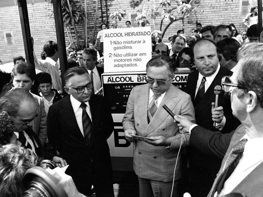 Governador Francelino Pereira (esq) e o presidente da Fiat, Miguel Augusto Gonçalves de Souza