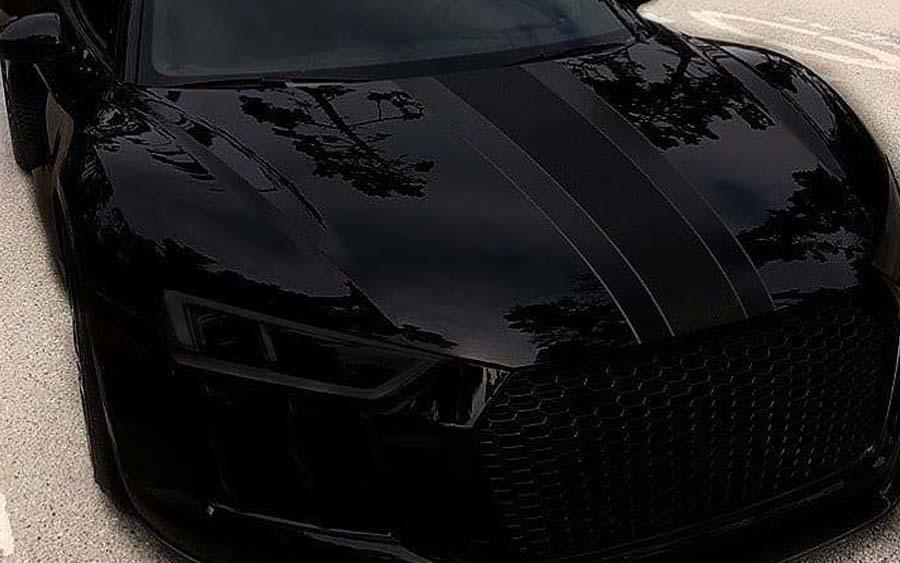 Veja o Audi R8 V10 Plus personalizado todo preto
