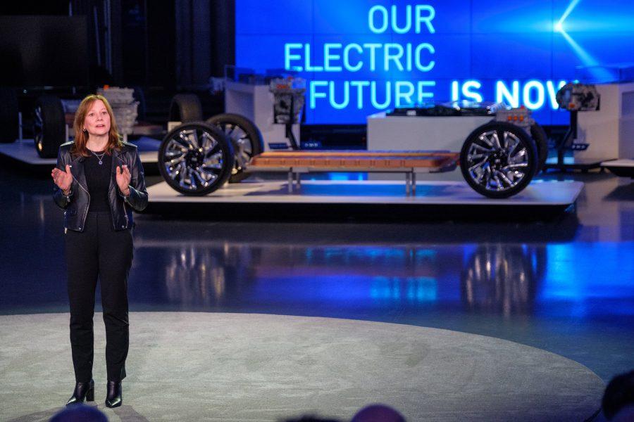 A Presidente e CEO da General Motors, Mary Barra, discursa na reunião quarta-feira, 4 de março de 2020, em um evento detalhando as tecnologias de veículos elétricos da GM e os próximos produtos no Design Dome no campus do GM Tech Center em Warren, Michigan. (Foto de Steve Fecht para a General Motors)