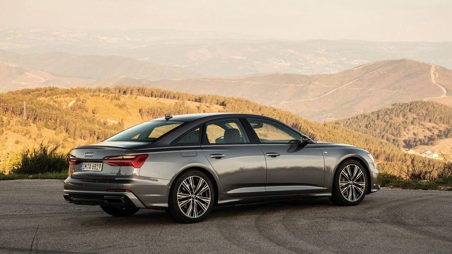 A nova geração do sedan Audi A6 chegou ainda mais elegante e tecnológica. O design na nova linguagem Audi e o sistema digital e sensível ao toque fazem dele o companheiro ideal para quem procura luxo e inteligência. Sua extensa lista de equipamentos traz funcionalidades como câmera 360º e sistema de som Bang & Olufsen. Seu motor 3.0 TFSI V6 desenvolve 340 cv e 500 Nm de torque.