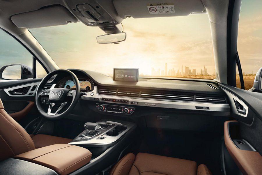 Bancos comfort plus para todos os passageiros, ar-condicionado automático de quatro zonas, teto solar panorâmico open sky – esses são apenas alguns dos itens que tornam o interior do Audi Q7 excepcionalmente confortável e elegante.