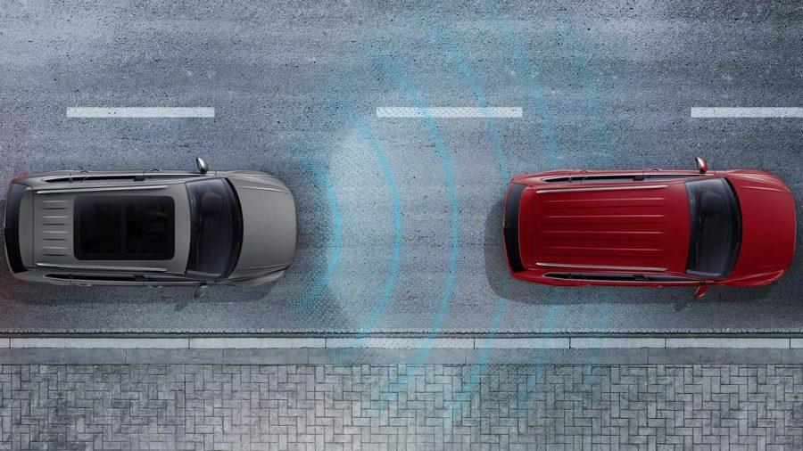 Controle adaptativo de velocidade e distância, utiliza um sensor de radar integrado à grade dianteira (atrás do logo VW) para manter a velocidade selecionada pelo motorista, assim como uma distância pré-definida do veículo à frente, freando ou acelerando em função do tráfego – o sistema é capaz de frear até a imobilidade quando o carro da frente para, mas sob a condição de que o motorista mantenha as mãos no volante e participe da condução, para que possa intervir a qualquer momento.