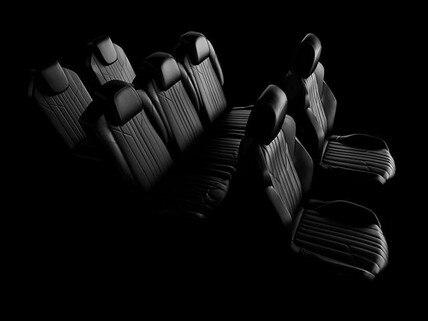 Até 7 pessoas: Com bastante espaço entre os bancos e assentos retráteis o SUV Peugeot 5008 é um carro perfeito para viajar com a família.