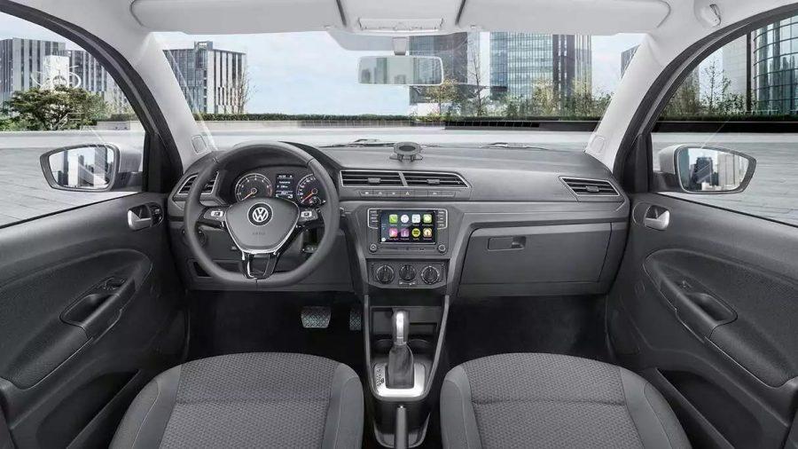 O moderno sistema infotainment possui tela colorida de altíssima definição e também possui conectividade com smartphones por meio da tecnologia App-Connect.