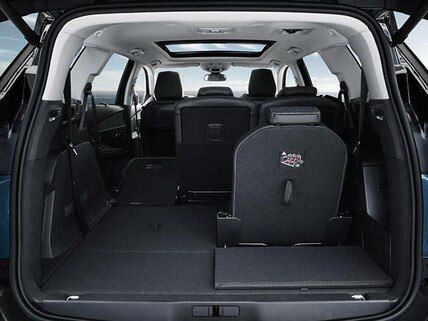 Quando o assunto é espaço interno, o SUV Peugeot 5008 é autoridade