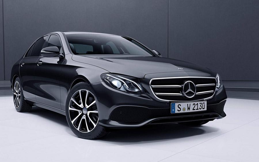 Mercedes-Benz Classe E Sedan possui direção semi autônoma, sofisticação e  inteligência
