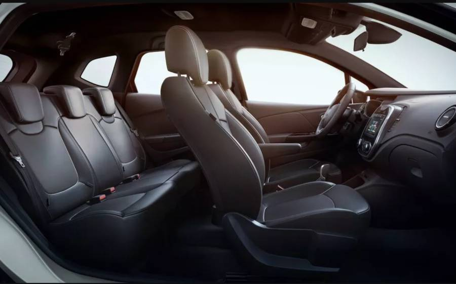 Por dentro o carro traz acabamento simples, porém agrada compradores. (Foto: Divulgação)